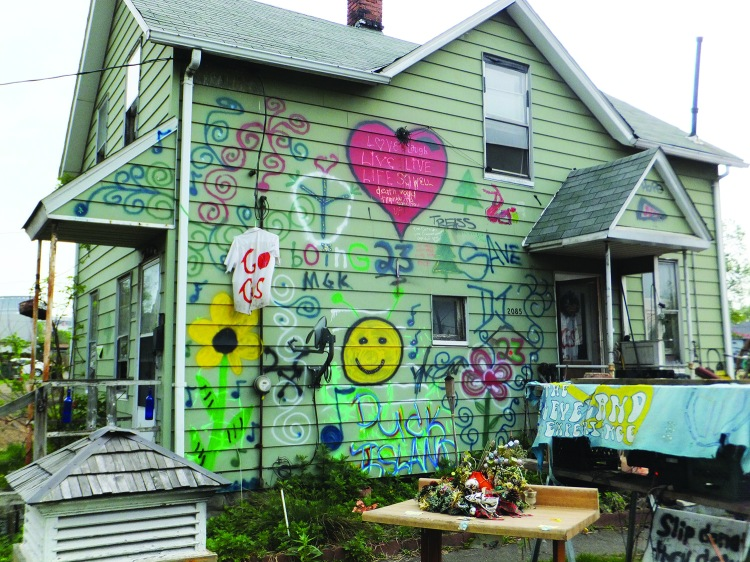 PHOTO BY BERNADETTE JOGAN May 2015, Duck Island Neighborhood, W. 19th and Abbey Avenue: Neighbors point out a house with an unusual sense of décor.